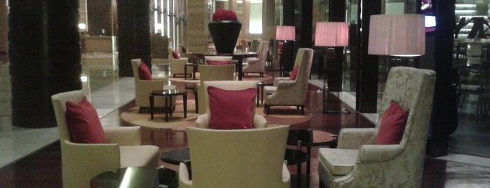 M Cafe (Marriott) is one of Locais curtidos por Rishabh.