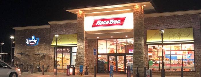 RaceTrac is one of สถานที่ที่ Heather ถูกใจ.