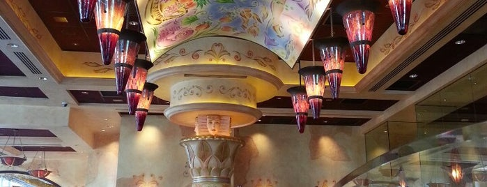 The Cheesecake Factory is one of Ashleyさんのお気に入りスポット.