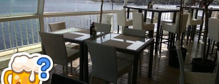 Haze Cafe is one of Lugares favoritos de Irina.