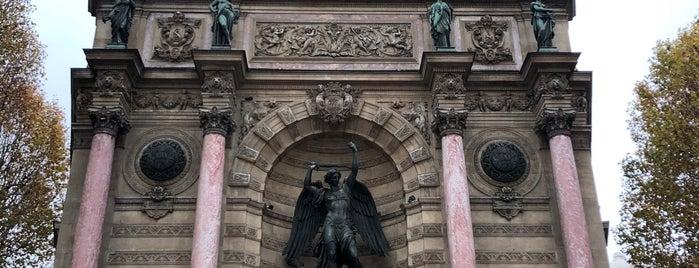 Fontaine Saint-Michel is one of Esra 님이 좋아한 장소.