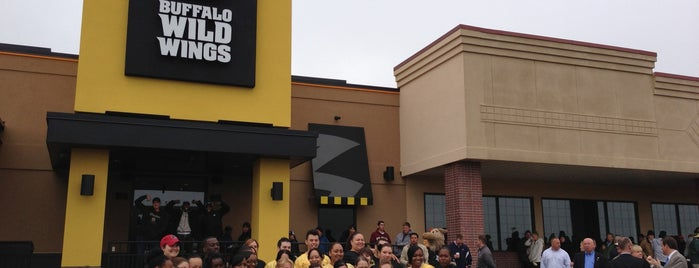 Buffalo Wild Wings is one of Lugares favoritos de Matt.