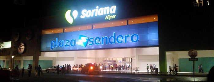 Plaza Sendero is one of สถานที่ที่ Eduardo ถูกใจ.