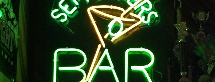 Septembers Bar & Grill is one of Lieux qui ont plu à Cheearra.