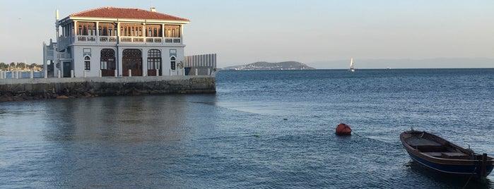 Kayıkhane Restaurant is one of Tempat yang Disukai Hikmet.