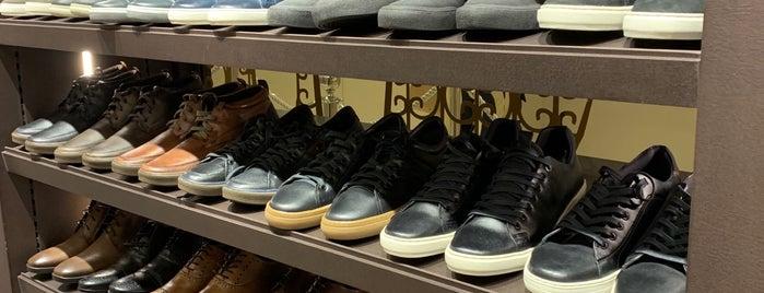 Shoestock is one of Lugares favoritos de Luis.