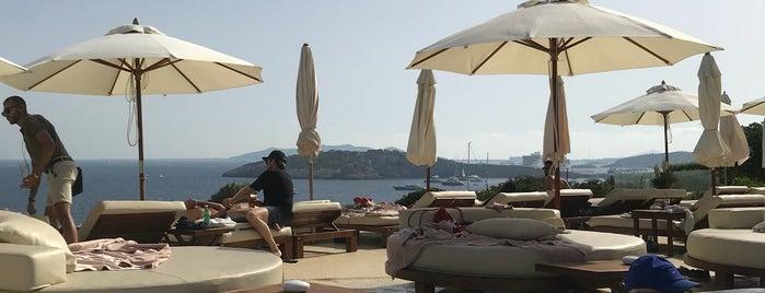 Swimming Pool Destino Ibiza is one of Posti che sono piaciuti a 9aq3obeya.