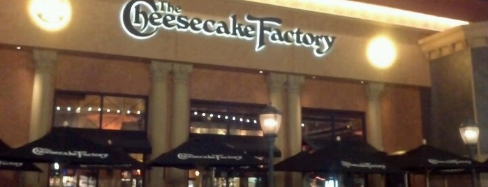 The Cheesecake Factory is one of Alejandro : понравившиеся места.