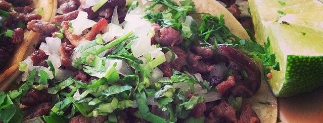 Tacos La Banqueta is one of Lugares favoritos de Tony.