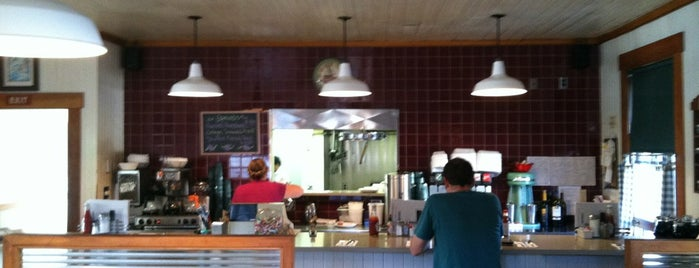 Del Monte Cafe is one of Locais salvos de Jason.