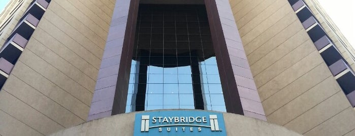 Staybridge Suites is one of Lugares favoritos de Jeff.