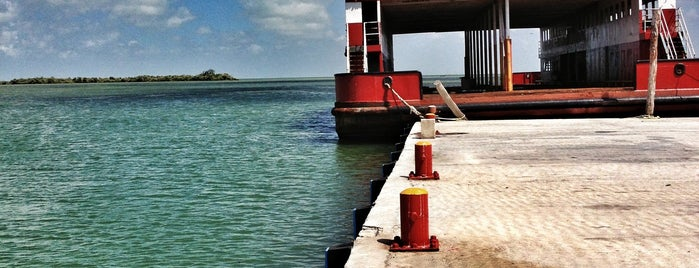 Muelle Holbox is one of Locais curtidos por Jessica.