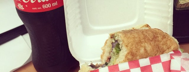 Patrón Burgers & Tacos is one of สถานที่ที่ Armando ถูกใจ.