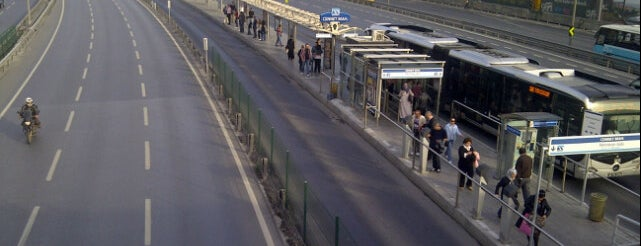 Cennet Mahallesi Metrobüs Durağı is one of สถานที่ที่บันทึกไว้ของ Tuncay.