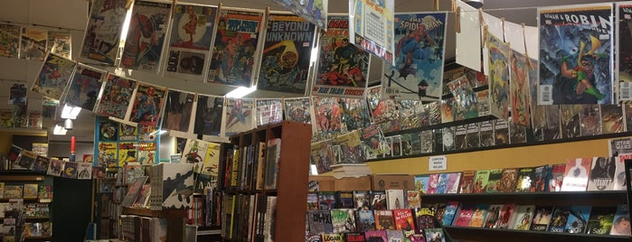 Legends Comics & Books is one of Lieux qui ont plu à Mike.