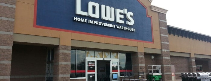 Lowe's is one of Lugares favoritos de Scott.
