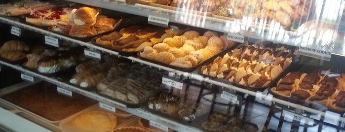 My Daddy's Italian Bakery is one of Lugares favoritos de Susan.