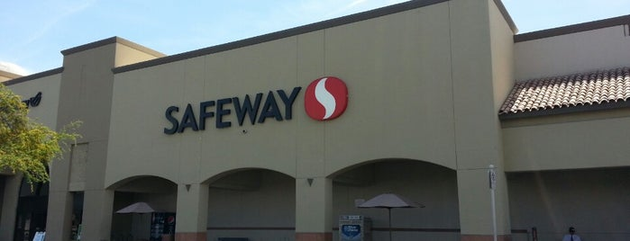 Safeway is one of Lugares favoritos de Michael.