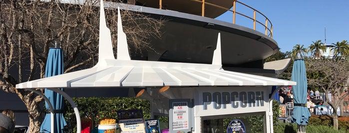 Tomorrowland Popcorn Cart is one of สถานที่ที่บันทึกไว้ของ Alison.