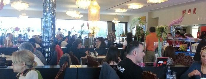 Restaurant Teppanyaki is one of สถานที่ที่ Torsten ถูกใจ.