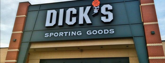 DICK'S Sporting Goods is one of Locais curtidos por Jesse.