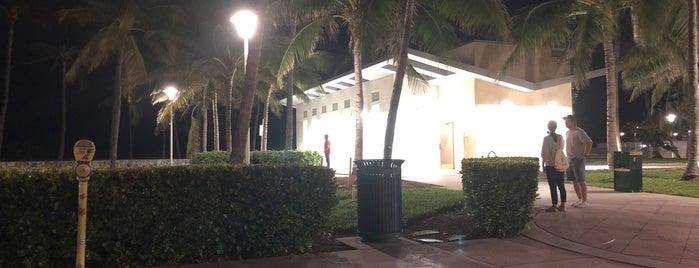 Beach Paradise Hotel is one of Lieux qui ont plu à Liz.