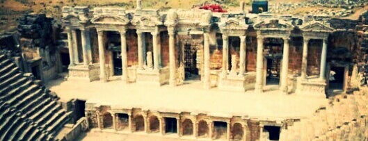 Pamukkale Antik Tiyatro is one of Orte, die Yılmaz gefallen.