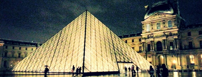 Museo del Louvre is one of Paris Spots.