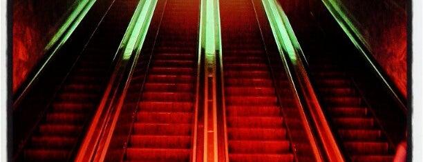 metro Gostiny Dvor is one of Lugares favoritos de Natalie.