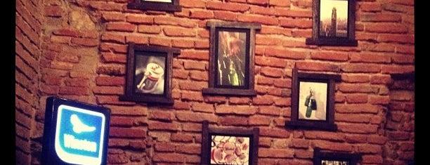 Shto College Bar is one of Lugares guardados de Bianca.