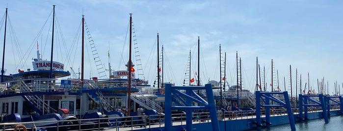 Halong International Cruise Port is one of Locais curtidos por Masahiro.