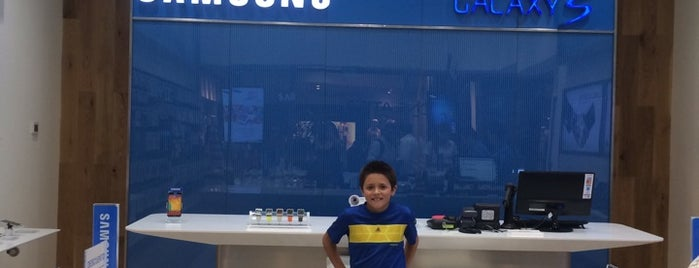 Samsung Store Mall Parque Arauco is one of Fernandoさんのお気に入りスポット.