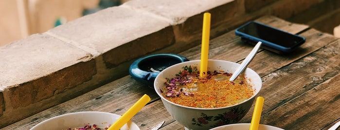 Malek Café | کافه ملک is one of Locais curtidos por H.