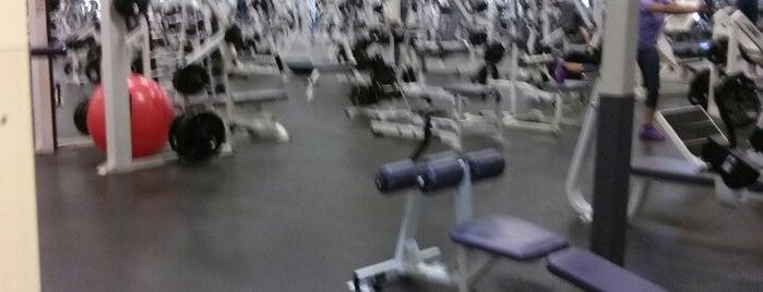 LA Fitness is one of Locais curtidos por Eren.