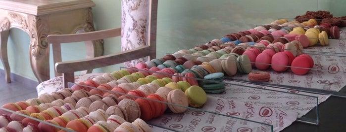 Petit Macaron is one of Tempat yang Disimpan Karen 🌻🐌🧡.