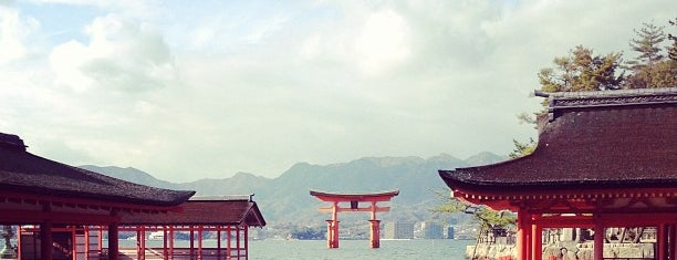 Itsukushima-jinja Shrine is one of Lieux sauvegardés par Thiago.