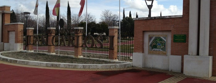 Parque Juan Carlos I is one of Los mejores lugares para hacer deporte en Madrid.