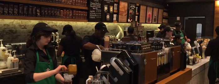 Starbucks is one of Locais curtidos por Michael.