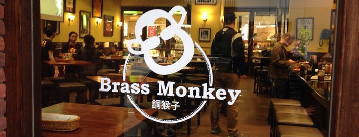 The Brass Monkey is one of Lieux qui ont plu à Josh.