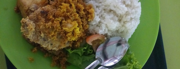 Ayam Penyet No 1 is one of Micheenli Guide: Nasi Ayam Penyet/Goreng in SG.