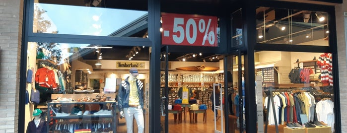 Timberland Store is one of Orte, die Cristian gefallen.