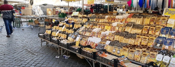 Mercato di Campo dei Fiori is one of Lugares favoritos de The Joker.