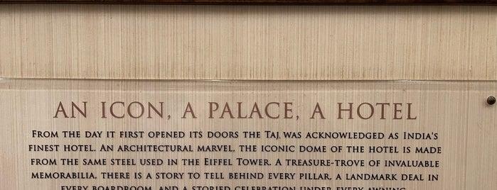 Taj Mahal Palace & Tower is one of Sameer'in Beğendiği Mekanlar.