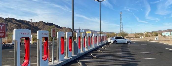 Tesla Super Charger is one of Sameer'in Beğendiği Mekanlar.