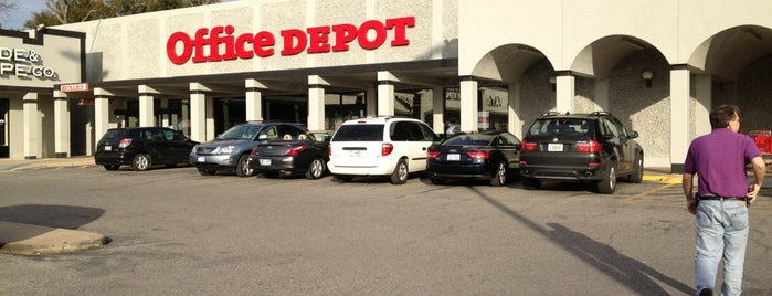 Office Depot is one of Lugares favoritos de Demetria.