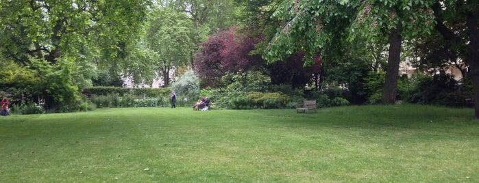 Warwick Square is one of Posti che sono piaciuti a 83.