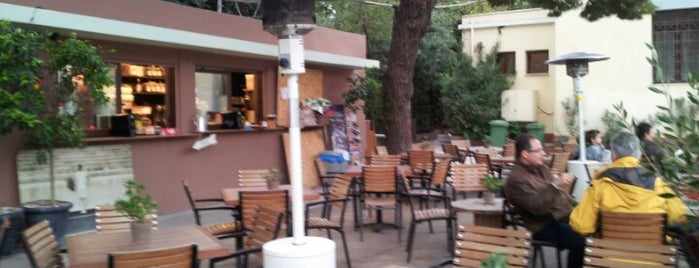 Fokianos' Cafe is one of Posti che sono piaciuti a Anthi.