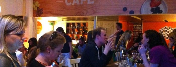 Feel Good Café is one of สถานที่ที่ Estefania ถูกใจ.