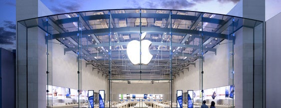 Apple Third Street Promenade is one of Locais curtidos por Mehmet.
