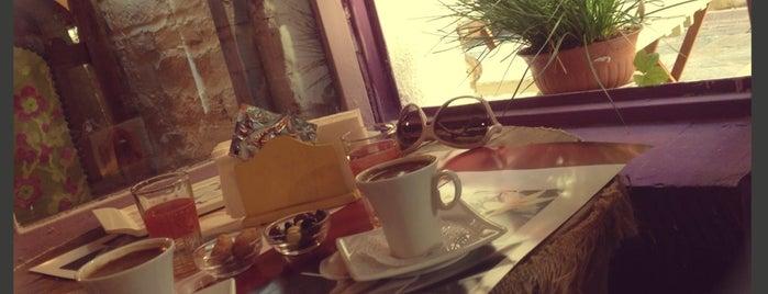 Asansir Cafe & Souvenir is one of Favori.